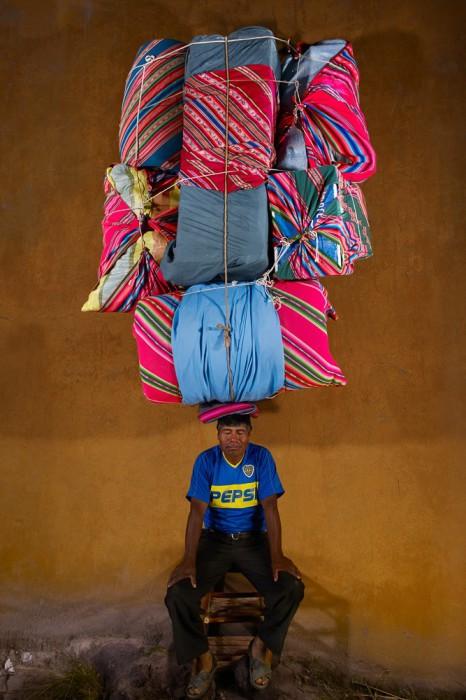 Переноска грузов на голове в фотопроекте Флориана де Лассе