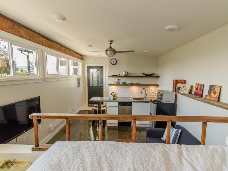 Уютный гостевой домик из старого гаража в Ванкувере