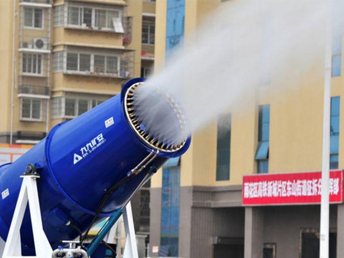 Туманные пушки для очищения воздуха в Китае