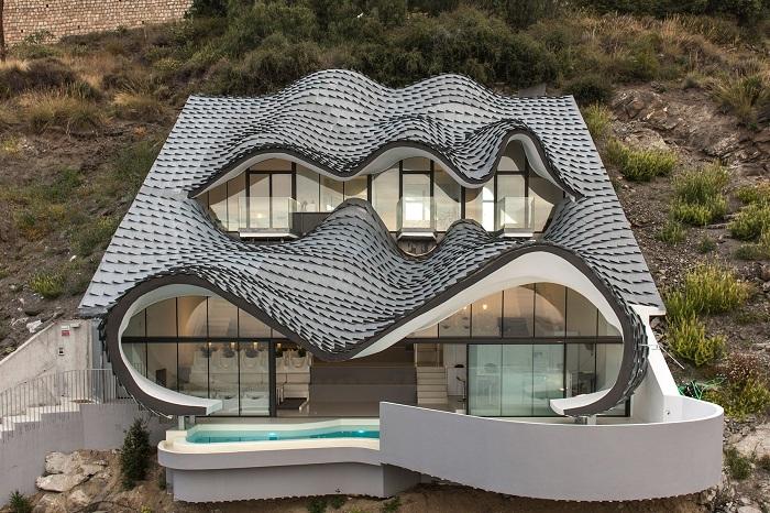 Авангардный особняк с чешуйками