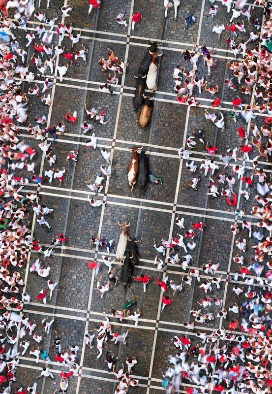 Скопления людей с высоты птичьего полёта