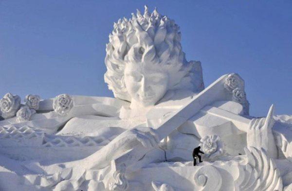 Удивительные снежные скульптуры и снеговики