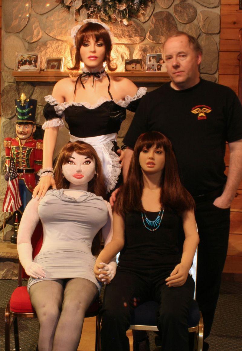 В гареме секс-кукол в гареме одного мужичка