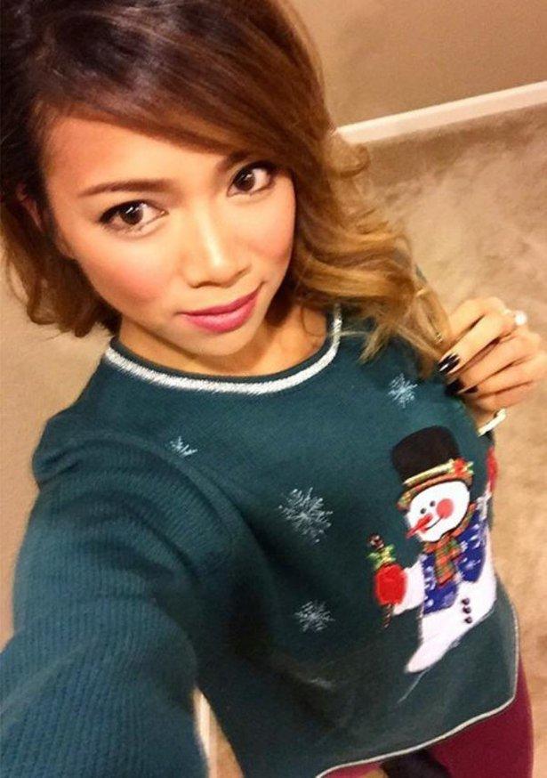 Красивые девушки в рождественских свитерах