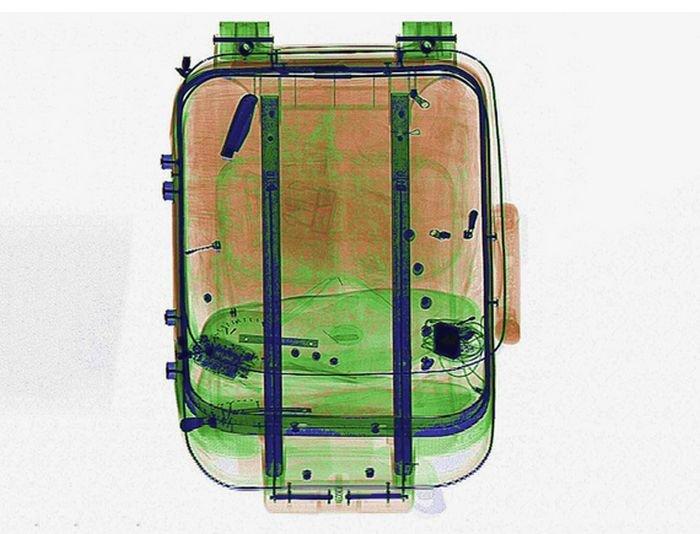 Запрещённые к провозу предметы на снимках просканированных чемоданов