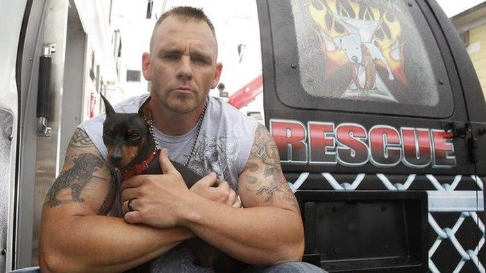 Добрые американские байкеры помогают животным