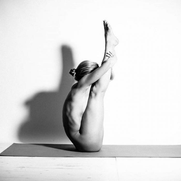 Сексуальная йога от 25-летней девушки в Instagram