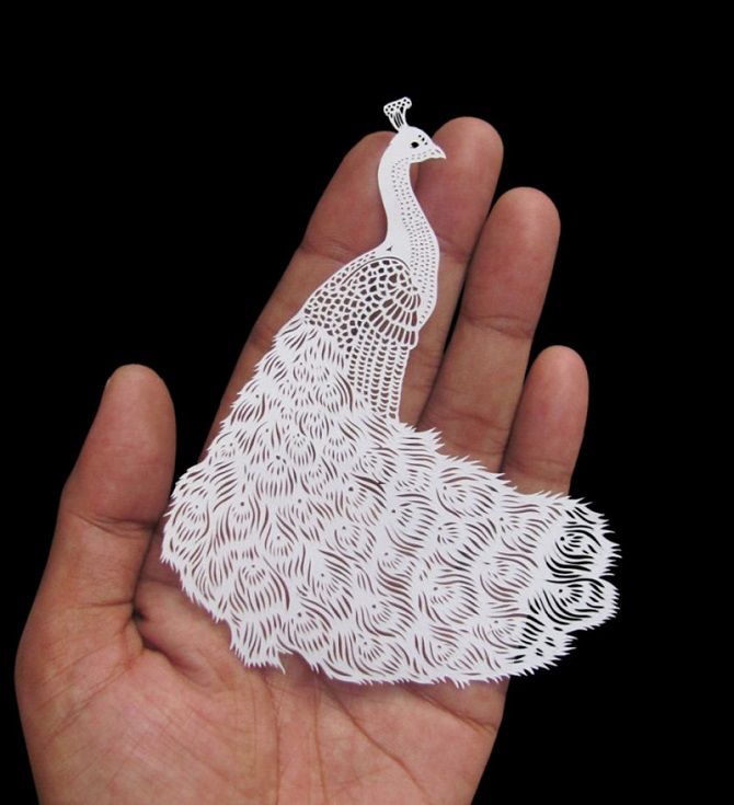 Индийский художник вырезает тончайшие творения из бумаги