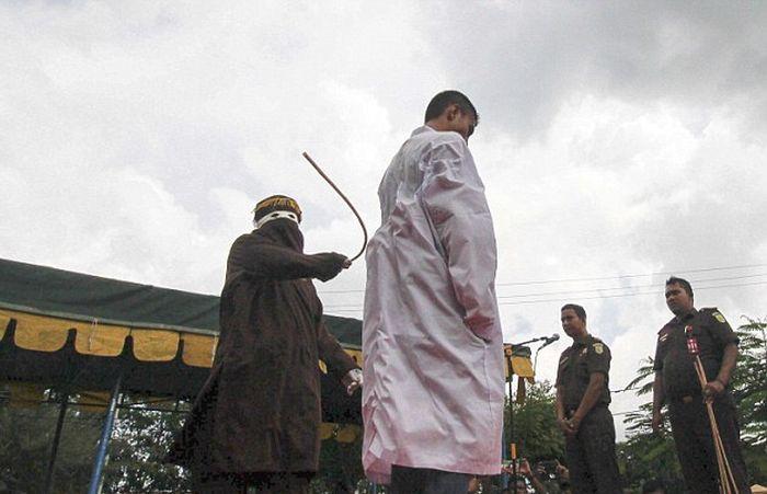 Наказание за добрачный секс в Индонезии