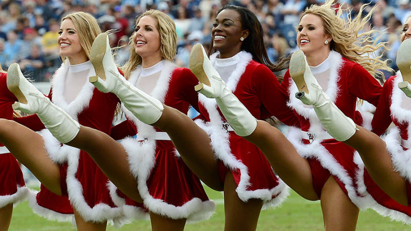 Симпатичные девушки-чирлидеры декабря