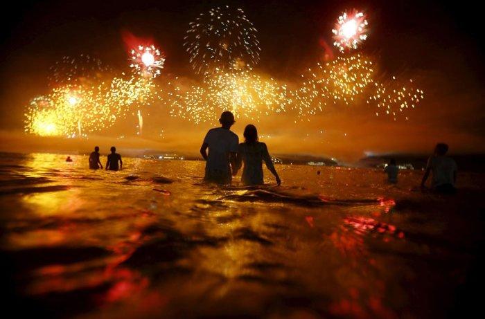 Как выглядел пляж Копакабана в новогоднюю ночь