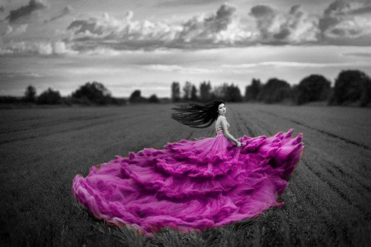 Черно-белые фотографии с яркими моментами