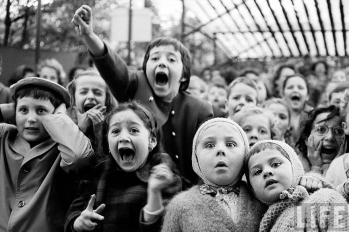 Исторические фотографии глаз, выражающих различные эмоции