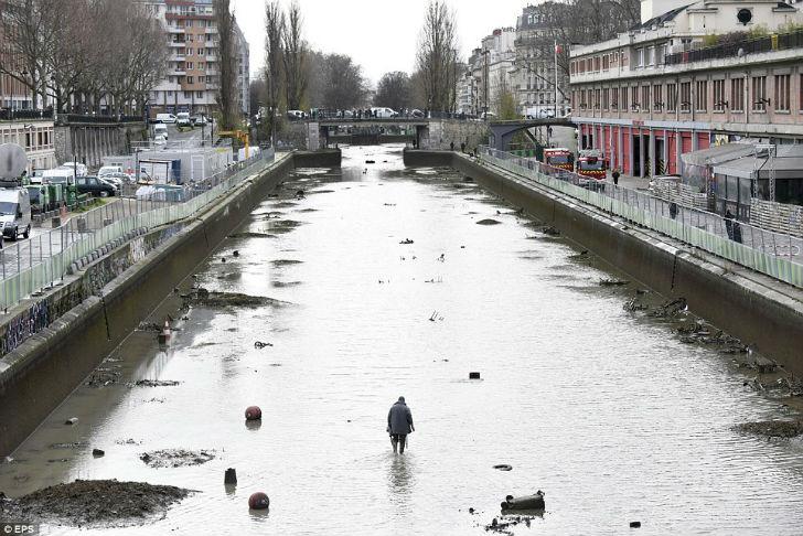 Сокровища на дне одного из парижских каналов