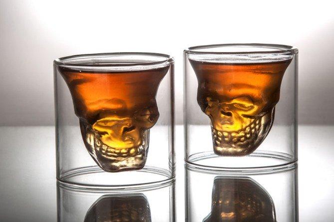 Забавные предметы и гаджеты для тех, кто любит выпить в праздничные дни