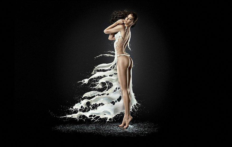 Девушки в платьях из молока