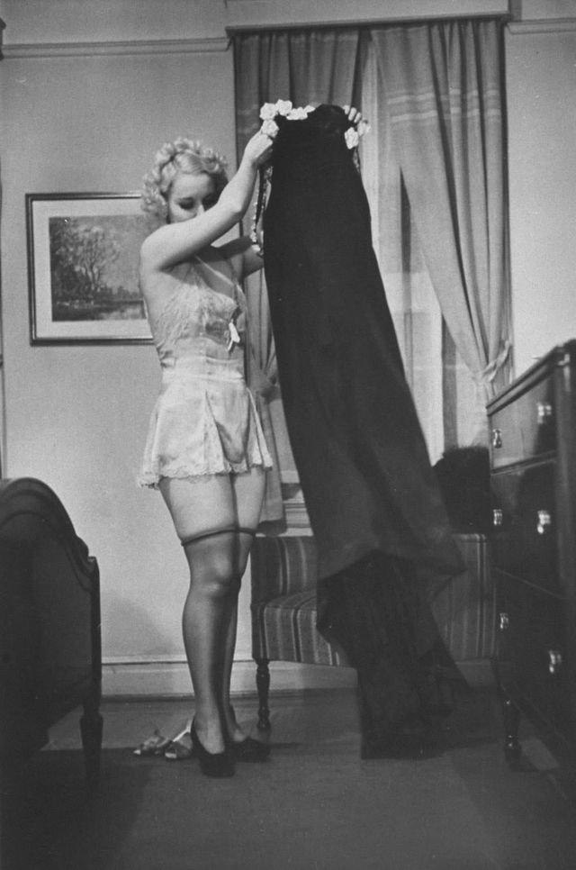 Как раздеваться перед мужем - руководство 1937-го года