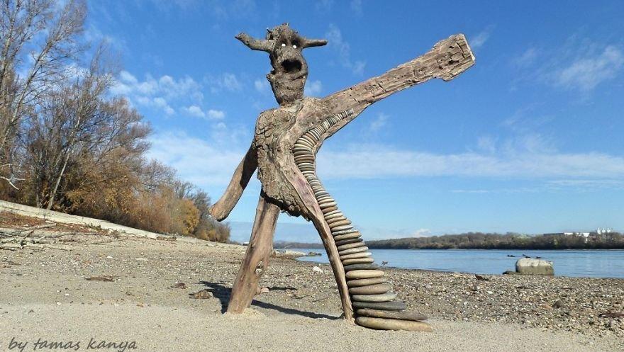 Деревянные скульптуры из того, что прибило к берегу