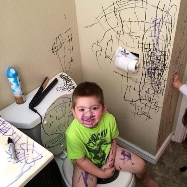 Дети и веселые результаты их творчества