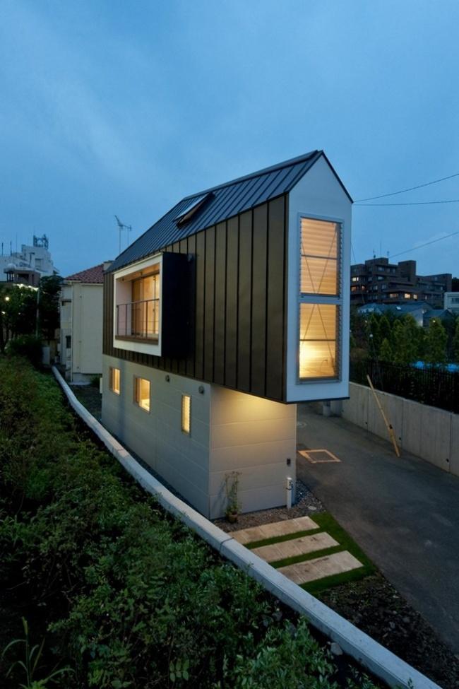 Небольшой треугольный дом с удобным внутренним пространством