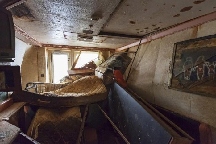 Внутри поднятого круизного лайнера Costa Concordia