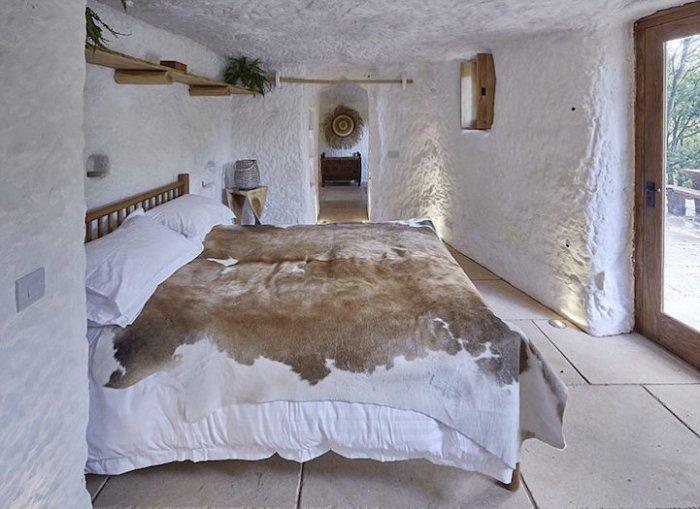 Уютный дом в скале для настоящего отшельника