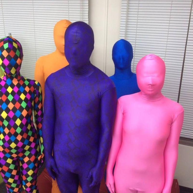 Японцы снимают напряжение, одеваясь в костюмы из лайкры на все тело