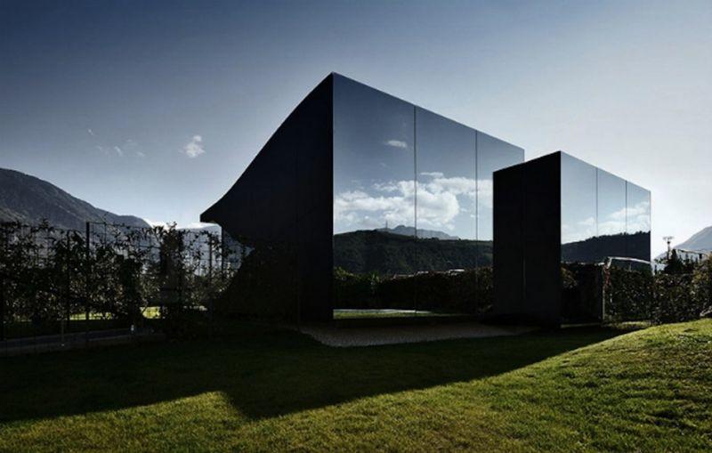Оригинальные постройки, покрытые зеркальным камуфляжем