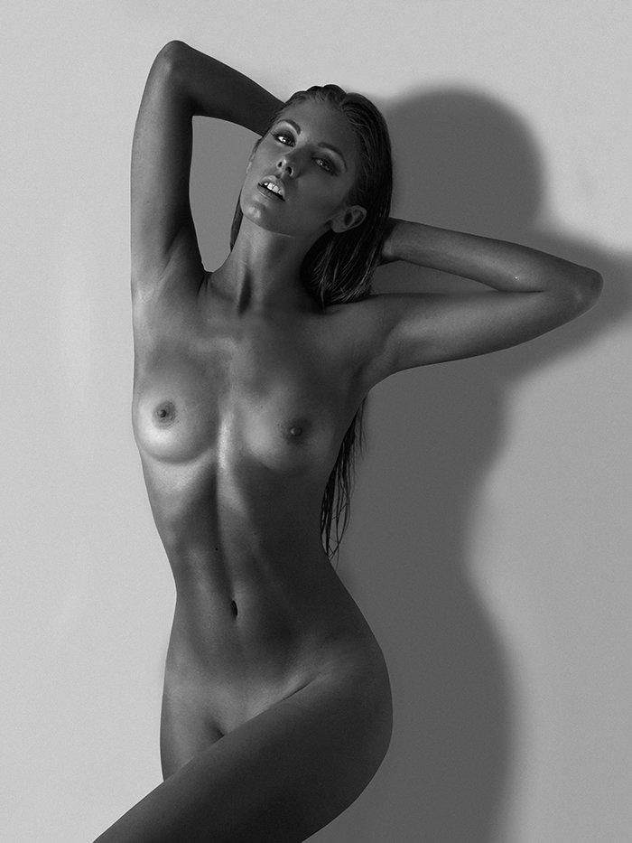 Красивые девушки в объективе Роберта Вольтаре