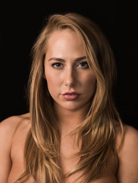 Приличные портреты порнозвезд от Роджера Кисби