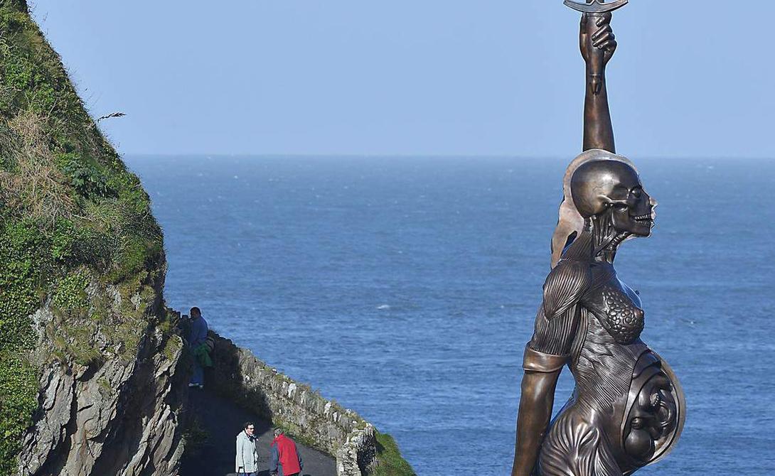 Самые странные и страшные статуи мира