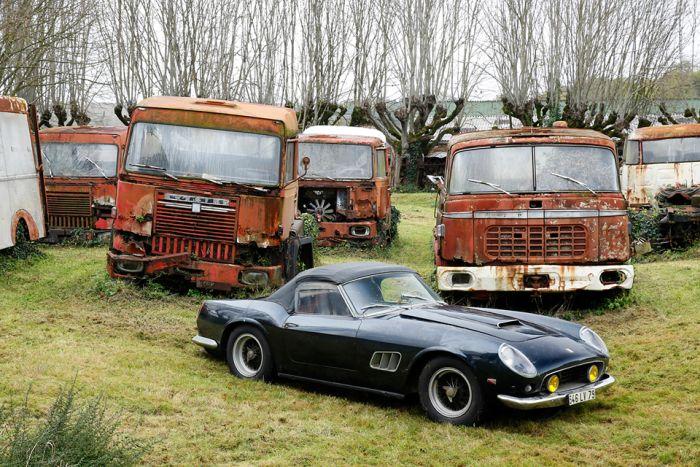 Редкие автомобили, брошенные своими владельцами
