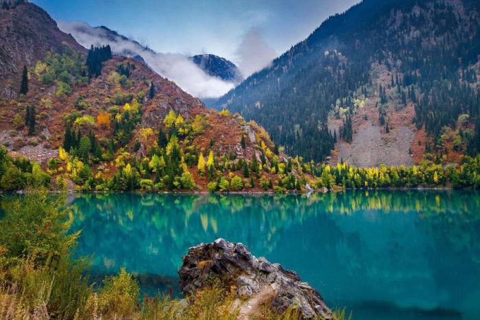 Красивейшие фотографии цветущих степей и удивительных горных вершин Казахстана