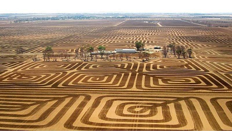 Австралийский фермер борется c эрозией почвы с помощью лэнд-арта
