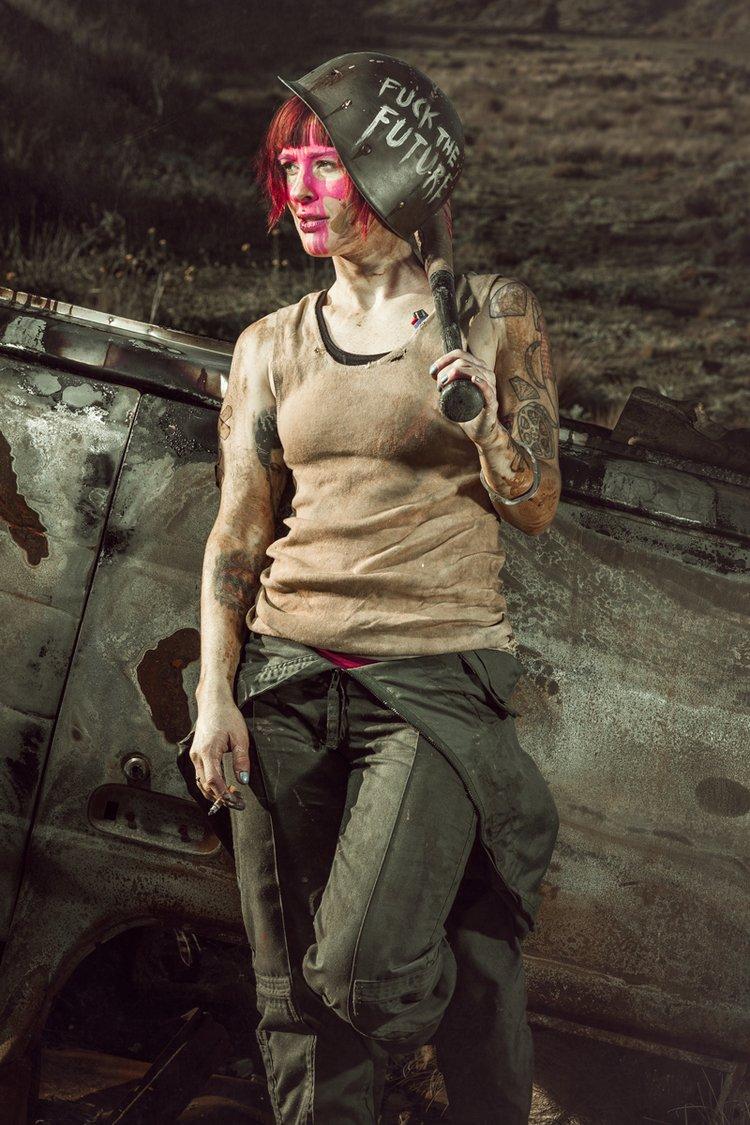 Девушки-участницы женских банд постапокалипсиса