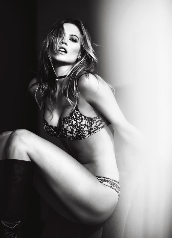 Красивые девушки из праздничного каталога Victoria's Secret