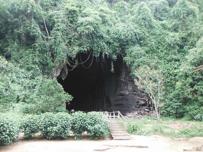 Пещеры ужасов Гомантонг в малазийских джунглях Борнео