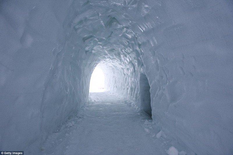 Самый большой лабиринт из льда в Польше