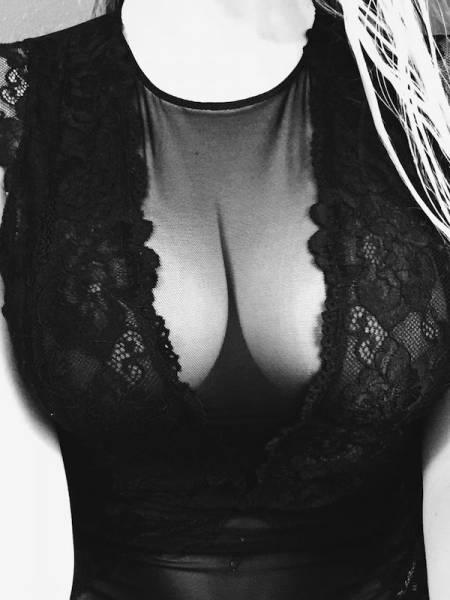 Красивые девушки в прозрачных нарядах