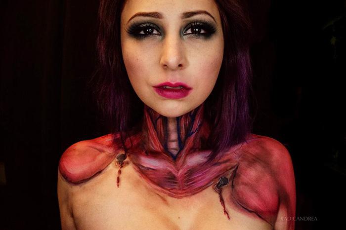 Девушка-визажист превращает себя в жутких монстров из кошмаров
