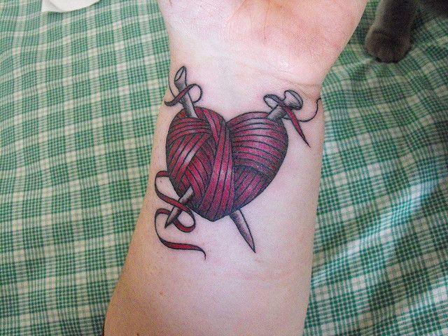 Татуировки девушек-вязальщиц