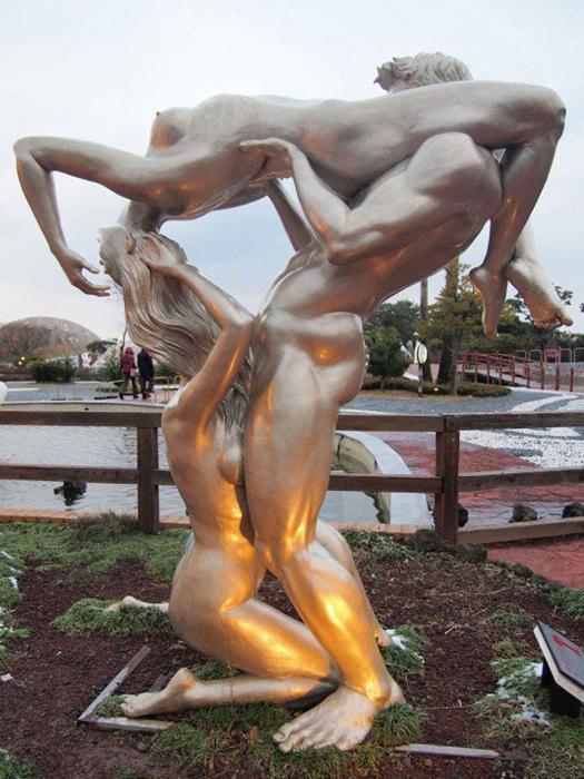Смелые сексуальные фантазии в парке любви Jeju Loveland