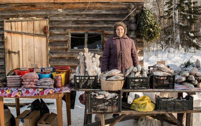 Торговые павильоны в сибирской деревушке Янгутум