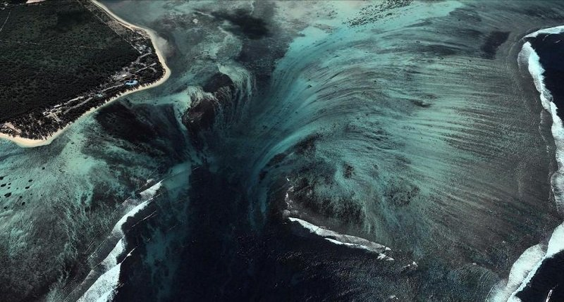 Иллюзия подводного водопада
