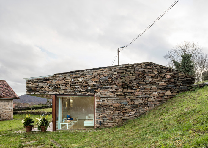 Колоритный домик, перестроенный из винного погреба