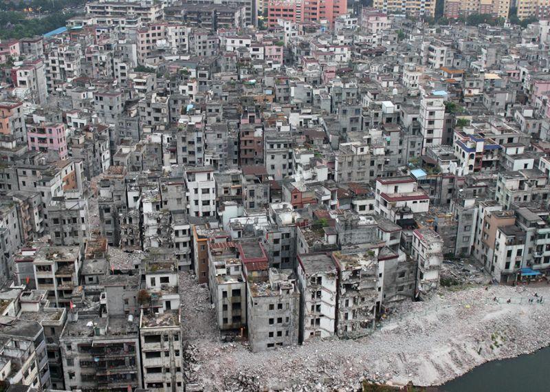 Старая китайская деревня, которая вокруг обросла небоскребами