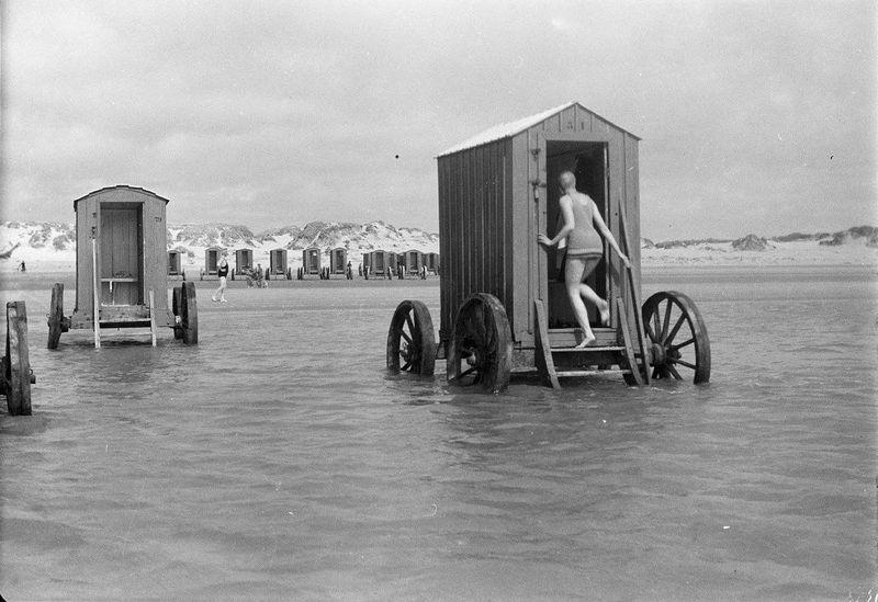 Как купались в XVIII и XIX веках и при этом соблюдали правила приличия