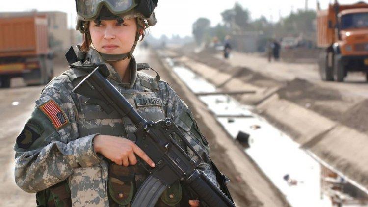 Красивые девушки в военной форме
