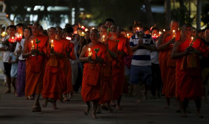 Как буддистские монахи Таиланда отметили праздник Макха Буча