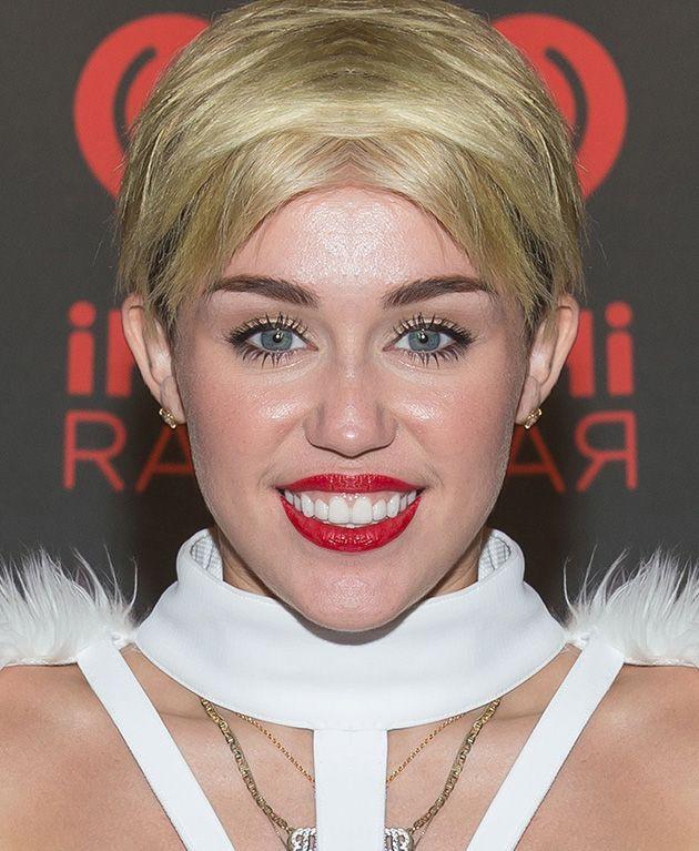 Как бы выглядели знаменитости, если бы их лица были симметричными